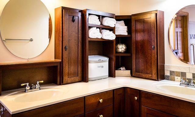 Łazienka w rustykalnym stylu bez użycia naturalnego drewna ...